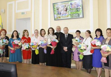 Награда за цветы жизни: 10 многодетным женщинам Рогачёвщины вручили орден Матери