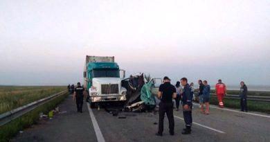 В Украине микроавтобус Одесса-Гомель врезался в грузовик, пять человек погибли