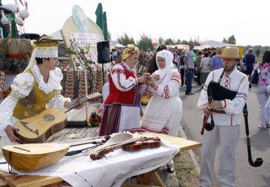 Рогачёвцы привезли на «Зов Полесья» песни, сгущёнку и районку