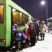 В утренний час пик рогачёвцы штурмуют автобусные ступеньки